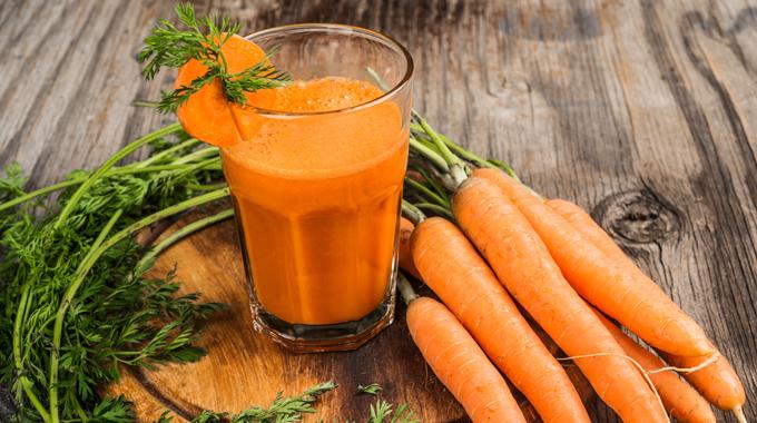 Sok z marchewki to doskonały samoopalacz