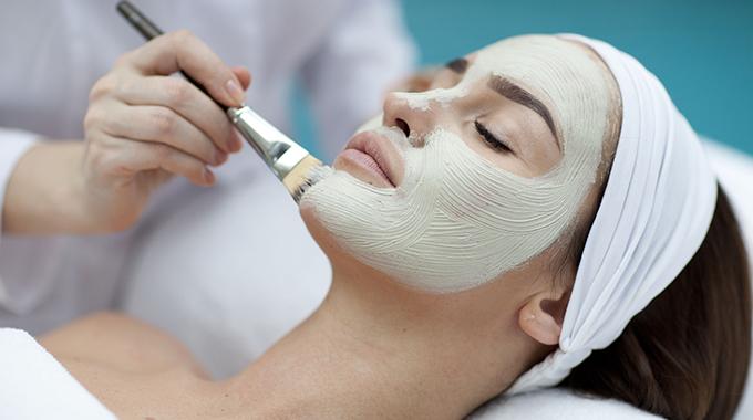 Przygotowanie twarzy pod makijaz ślubny