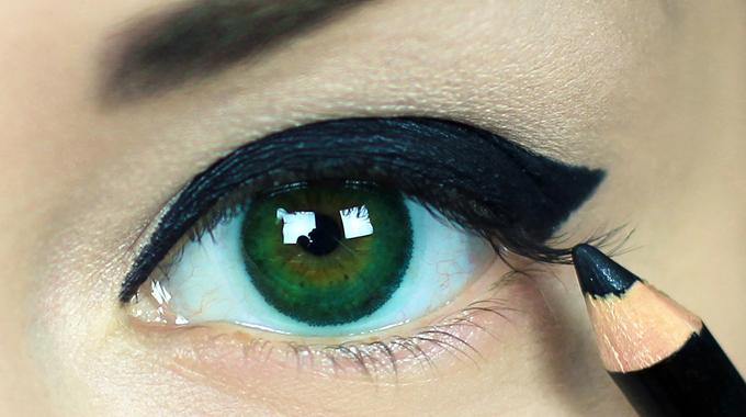 Makijaż oka kredką