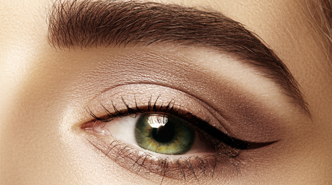ostra kreska - makijaż oka