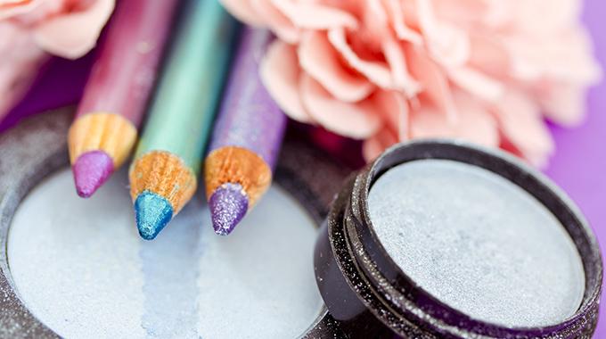 Makijaż kwiatowy kosmetyki